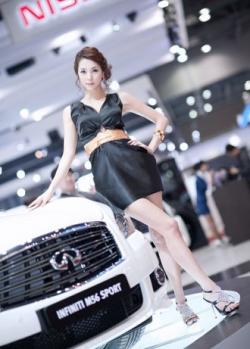 Người đẹp khoe sắc tại triển lãm xe hơi Seoul Motor Show 2011